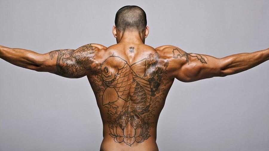 Прыщи и угри на спине у мужчин