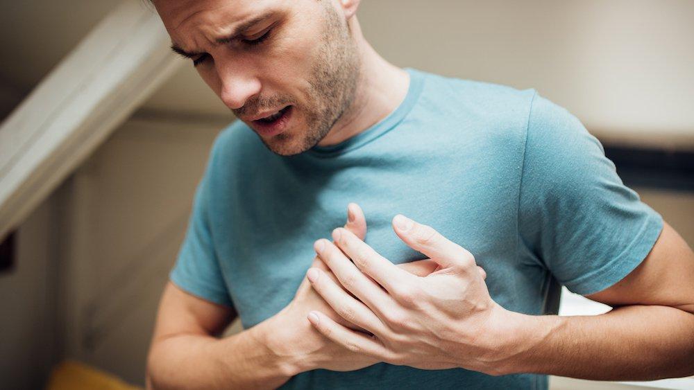 возможные причины боли в груди у мужчин