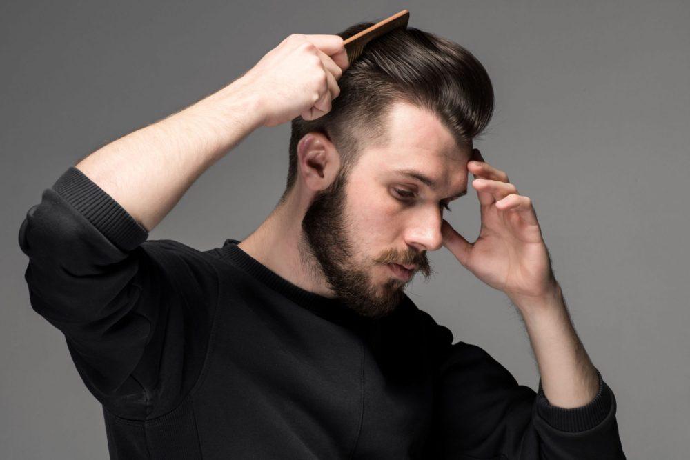 На какую сторону зачесывать волосы мужчине