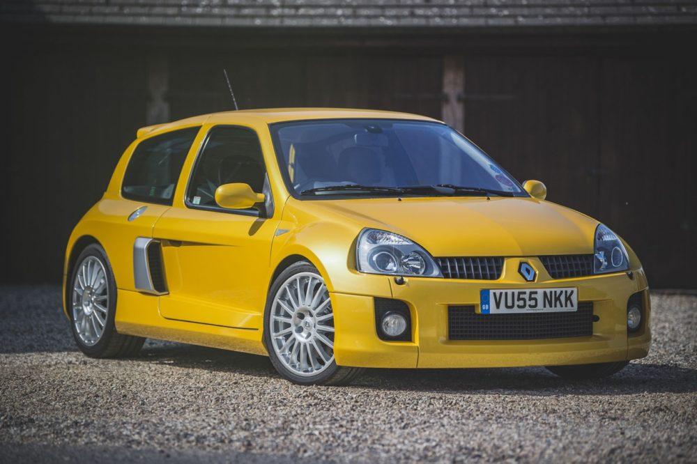 Редкий Renault Sport Clio V6 Phase 2 выставили на аукцион