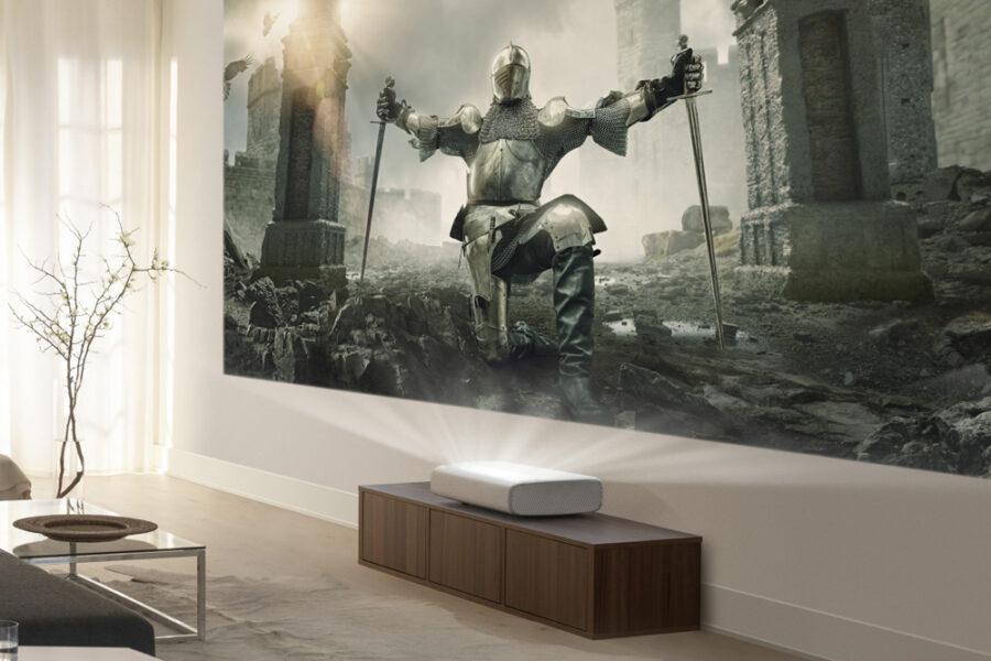 Превратите любую стену в экран с диагональю 130 дюймов с помощью короткофокусного проектора 4K от Samsung