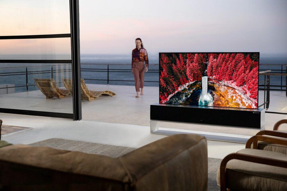 Выдвижной телевизор LG SIGNATURE OLED R за 87000 долларов